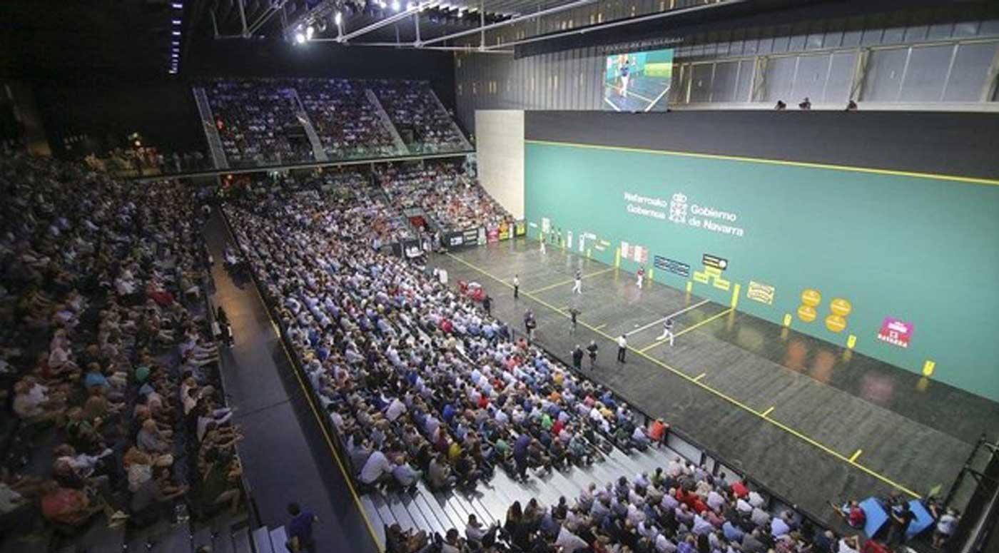 Más de 3.000 personas asistieron al Masters Codere en el estreno deportivo del Navarra Arena. (UNAI BEROIZ)