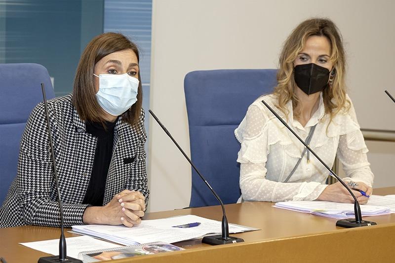 La consejera y la directora general de Interios, en la rueda de prensa de presentación del texto normativo (Foto: José Cavia)